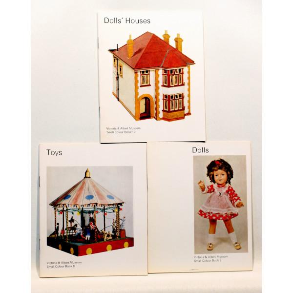 Dolls' house. Toys. Dolls. 3 stk.